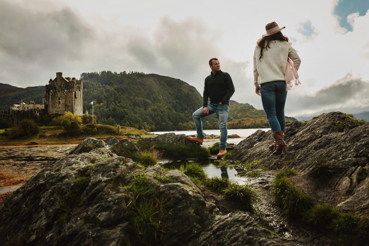 krajobraz Szkocji z parą młodą