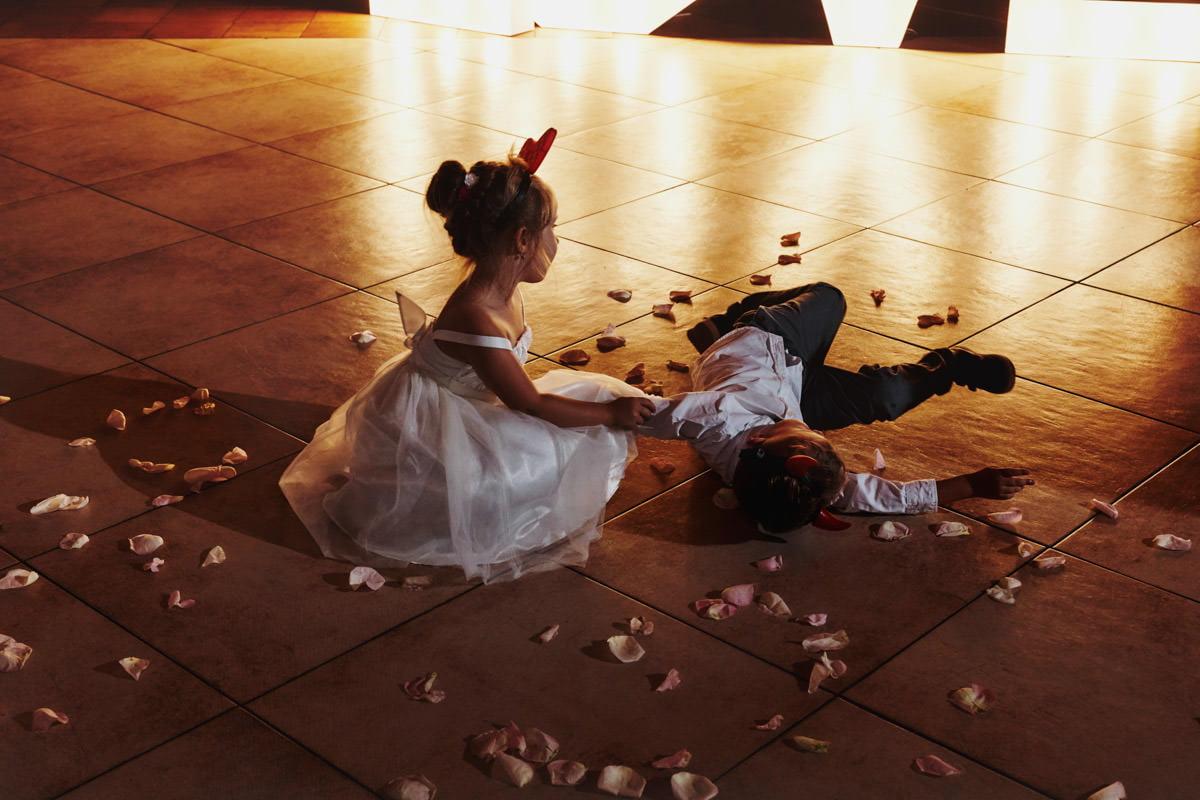 dzieci na weselu -Młyn nad Starą Regą