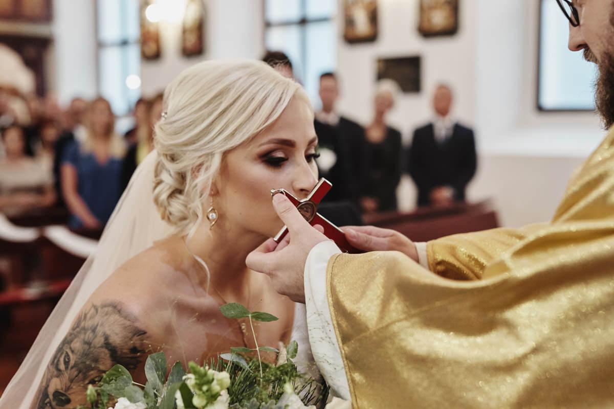 ceremonia w kościele - Państwo Młodzi