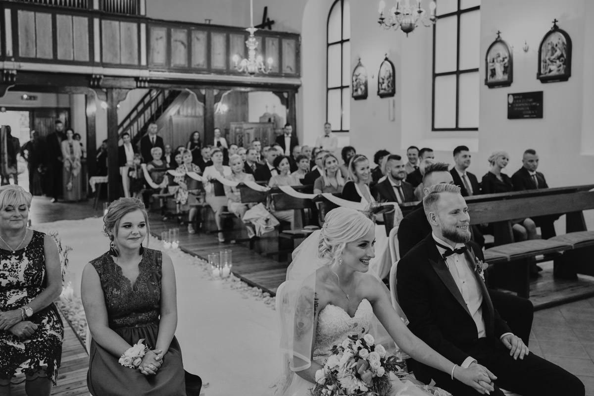 reportaż ślubny, emocje w kościele
