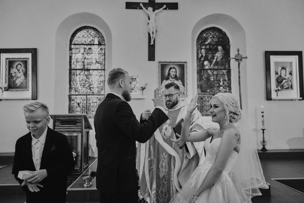 niepozowane zdjęcia ślubne