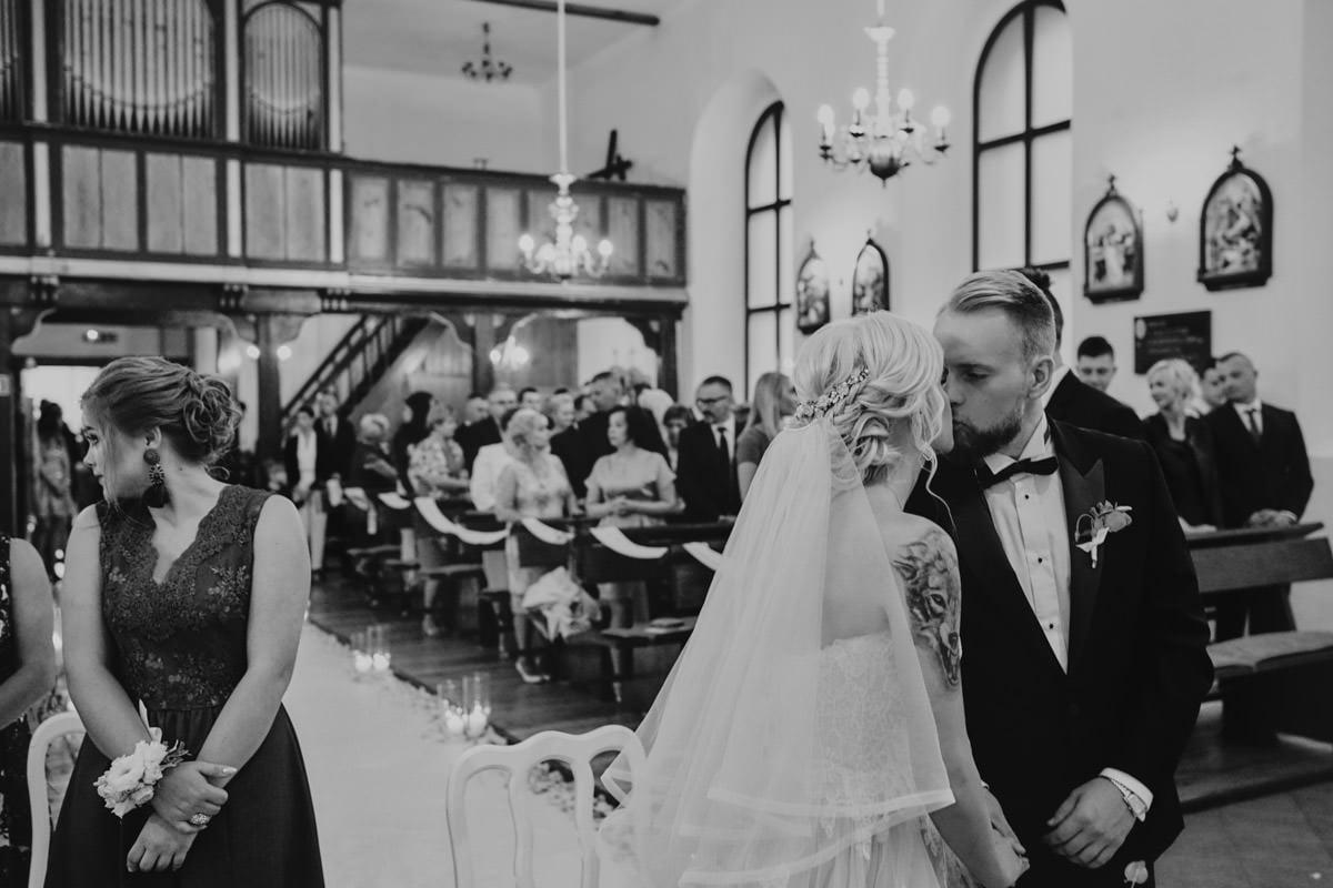 ceremonia ślubna - pocałunek
