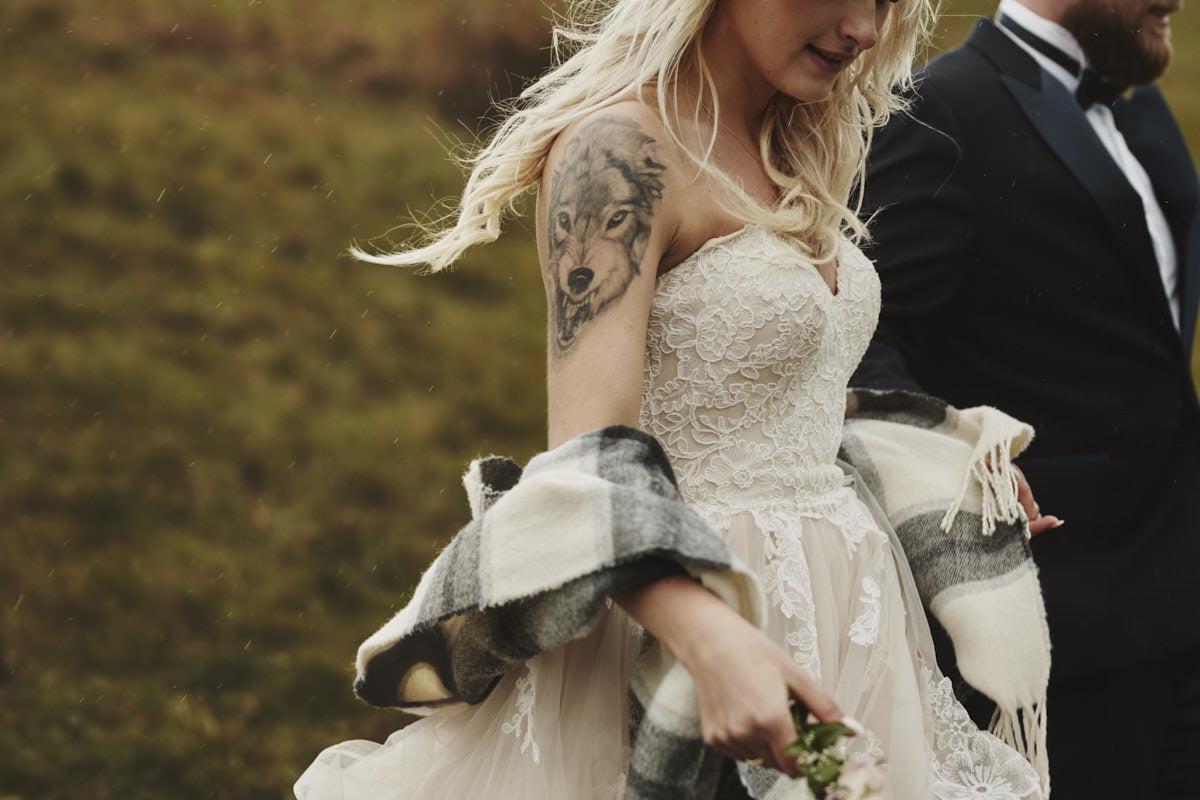 plener ślubny w Tatrach, Panna Młoda z tatuażem