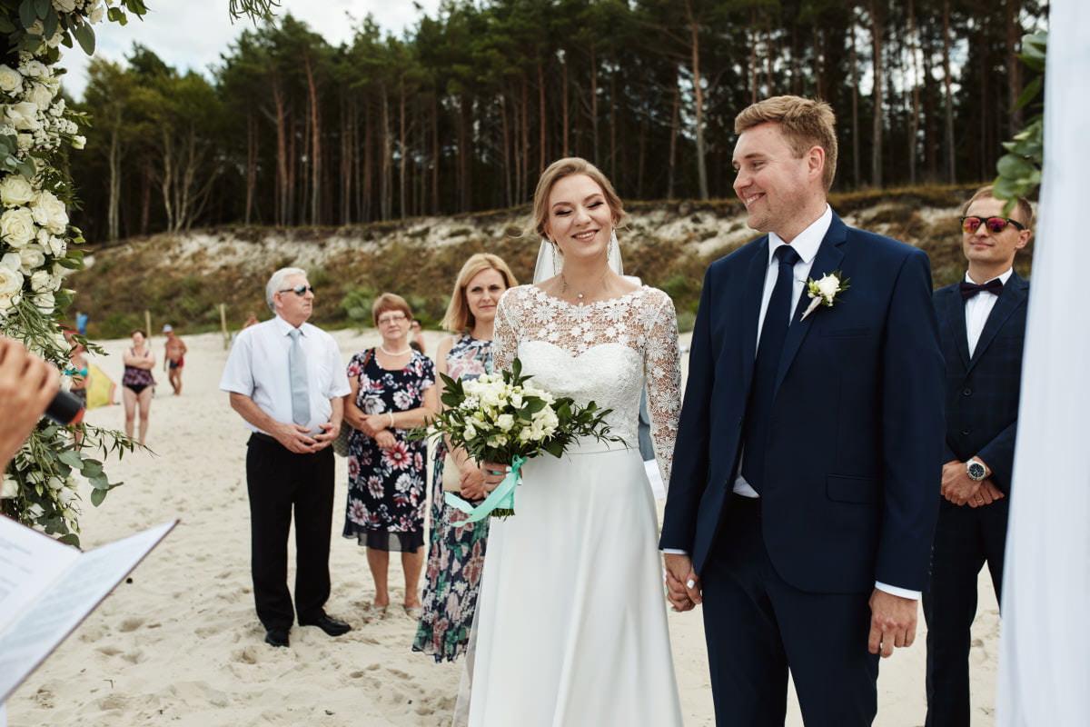 Anna i Tadeusz- Plenerowy ślub na plaży 12