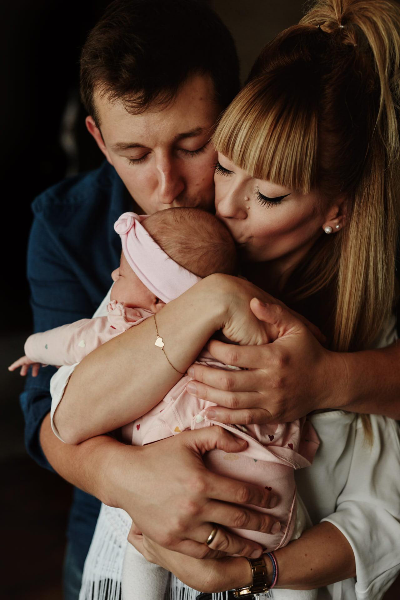 rodzinna sesja zdjęciowa z córeczką