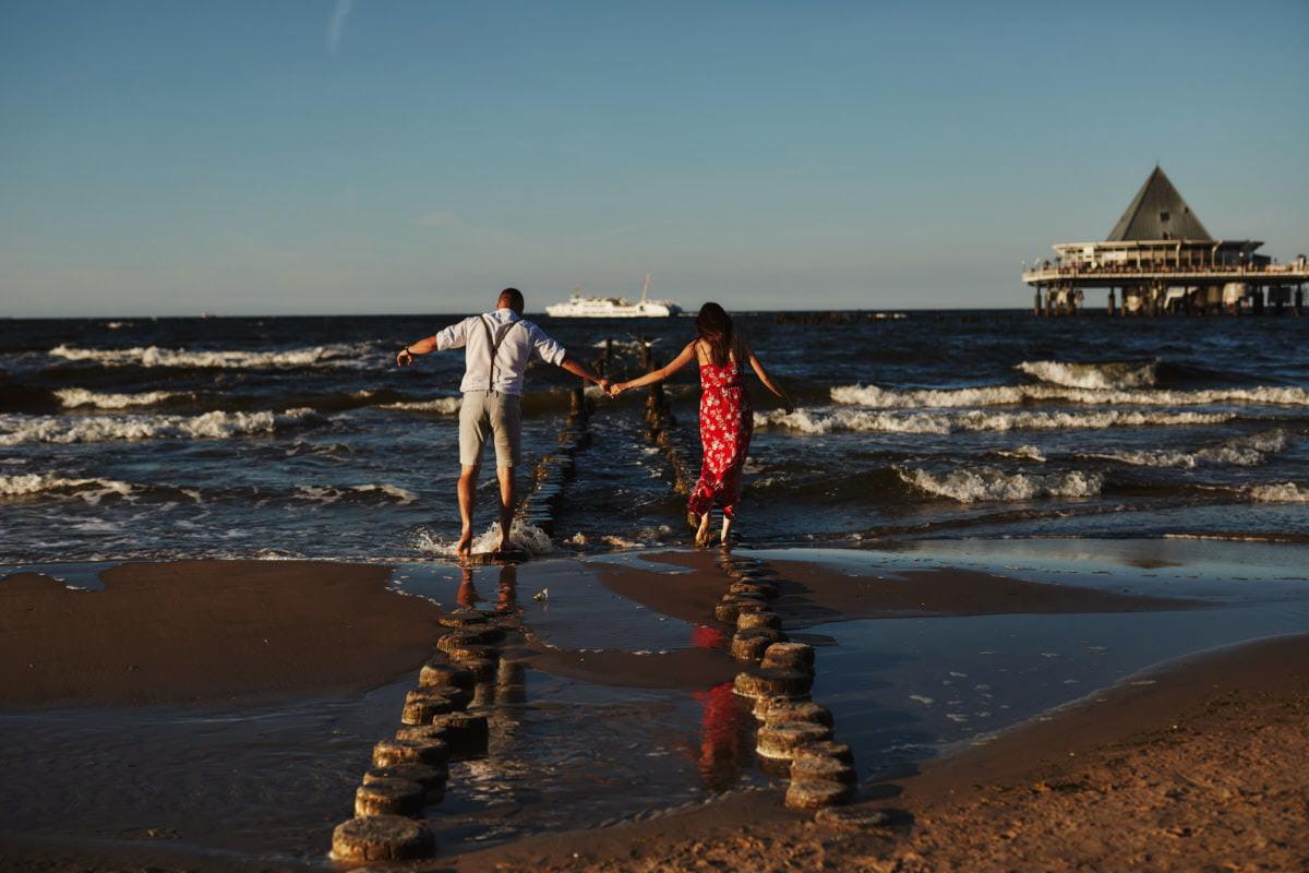 sesja narzeczeńska nad morzem - fotografia