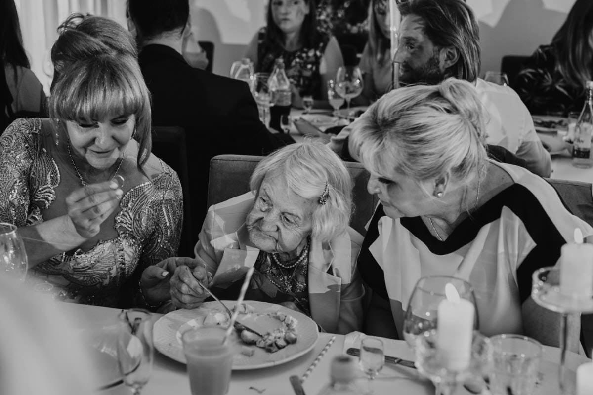 rodzina na weselu - Biała Wstążka - wesele glamour