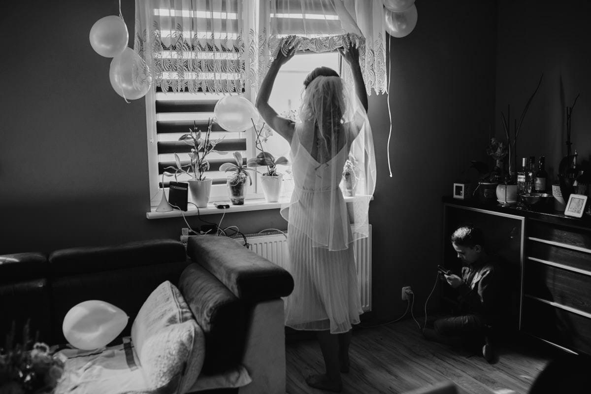 przygotwania ślubne w domu Panny Młodej