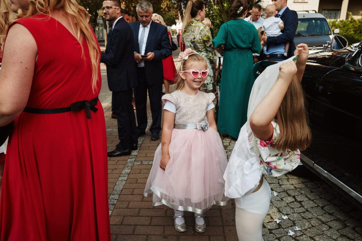dzieci na ślubie - zdjęcie ślubne
