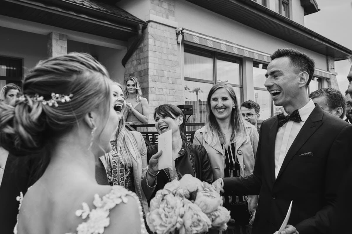 przyjęcie weselene Siedlce - roześmiani goście