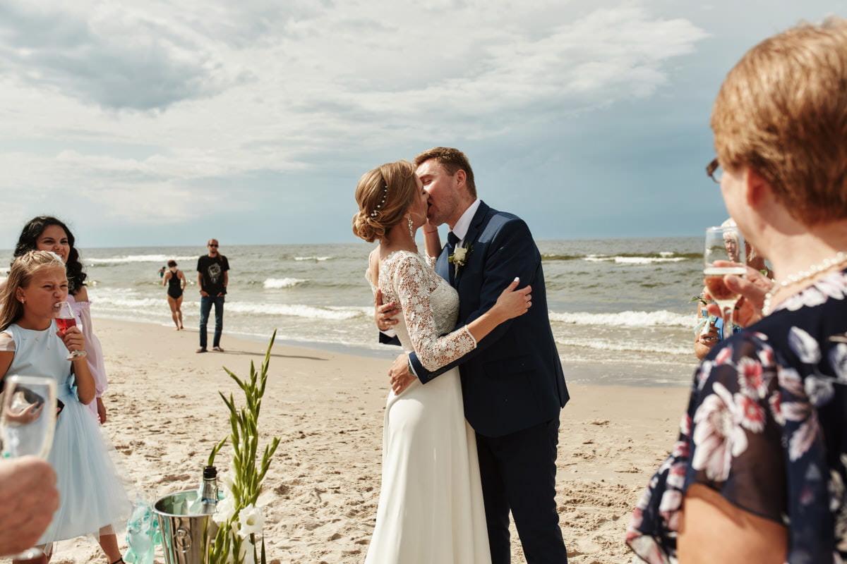 ślub na plaży - zdjęcia ślubne Pogorzelica