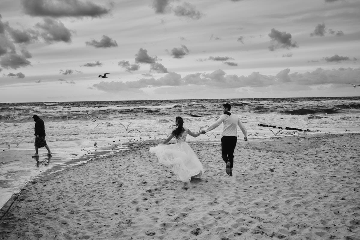 sesja ślubna na plaży - fotograf Międzyzdroje