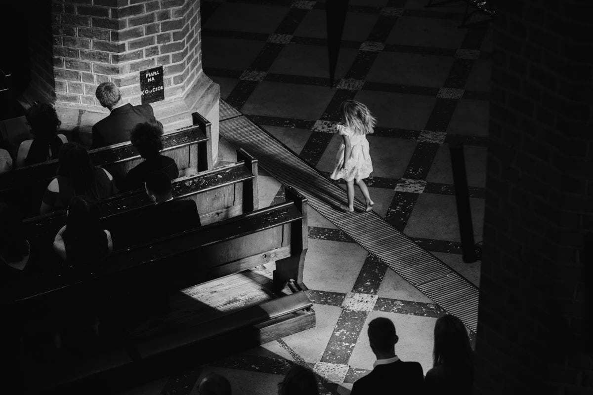 dzieci w kościele - fotografia ślubna Goleniów