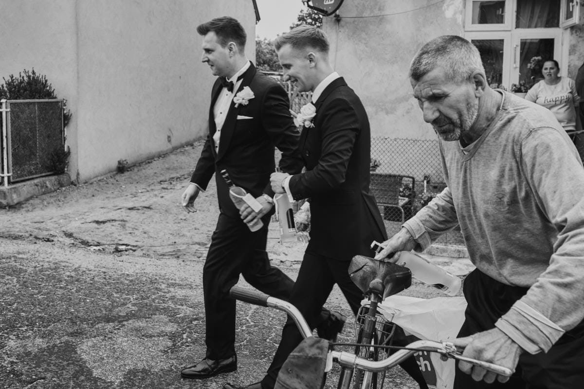 Pan Młody z Drużbą - fotografia ślubna