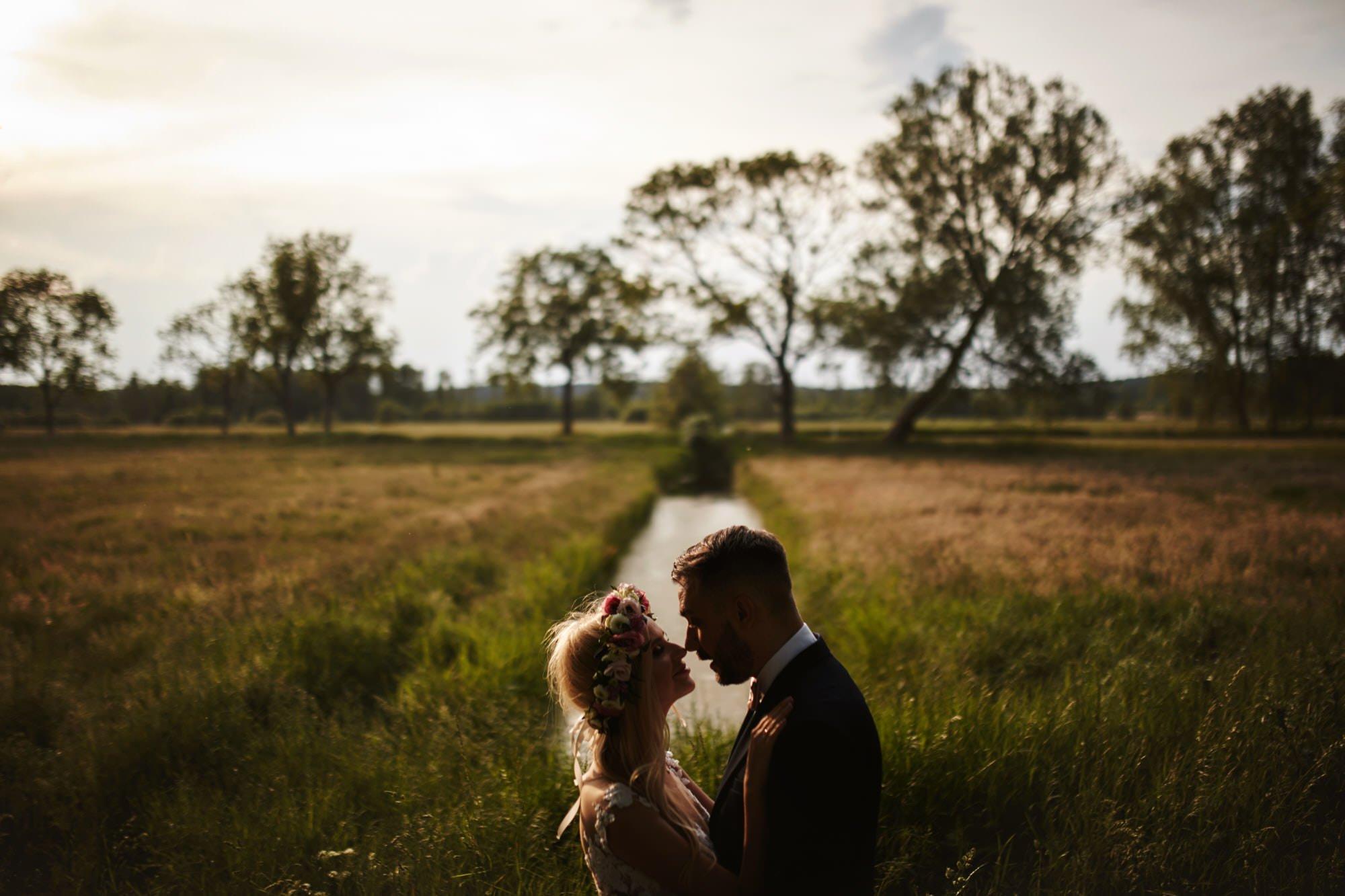 rystyklany plener ślubny - Panna Młoda w z wiankiem