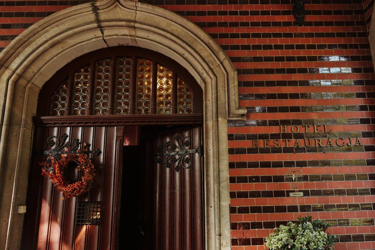 drzwi wejściowe pałacu Wąsowo