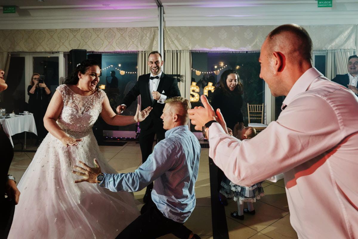 taniec na sali weselnej
