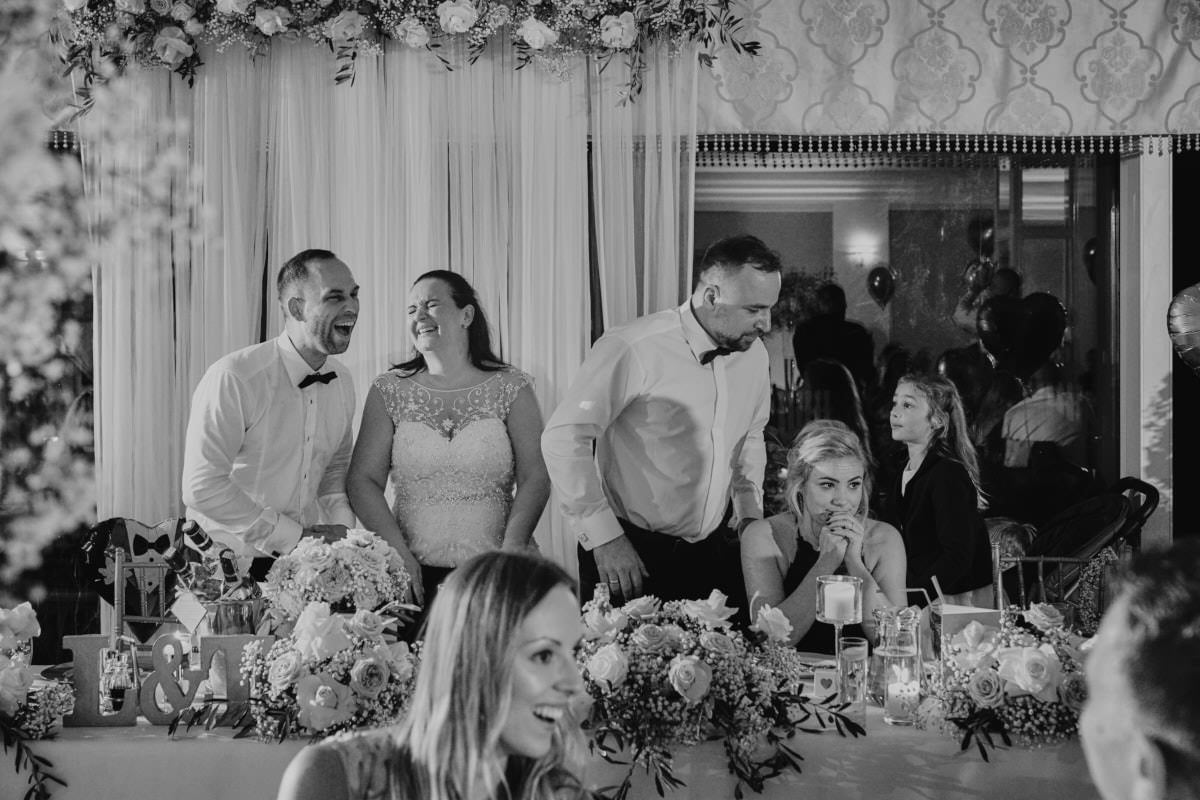 śmiech na weselu