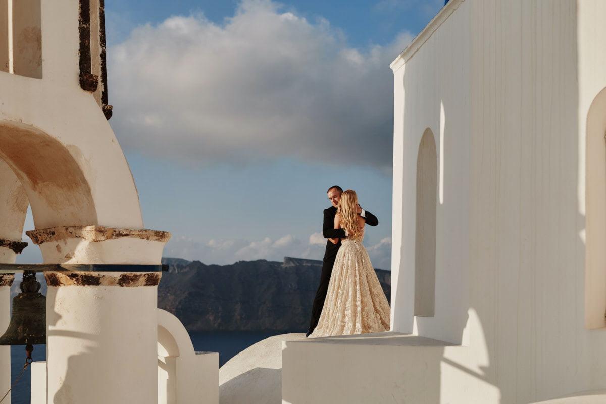 Para Młoda na Santorini