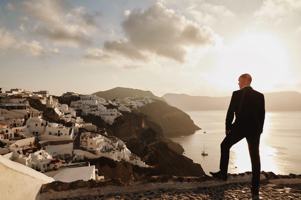 Pan młody na Santorini