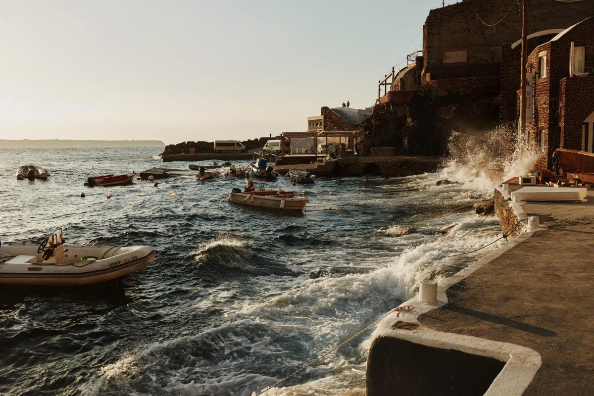 łodzie na Santorini