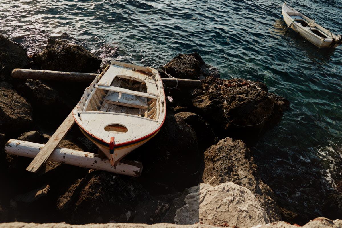 rozbita łódź