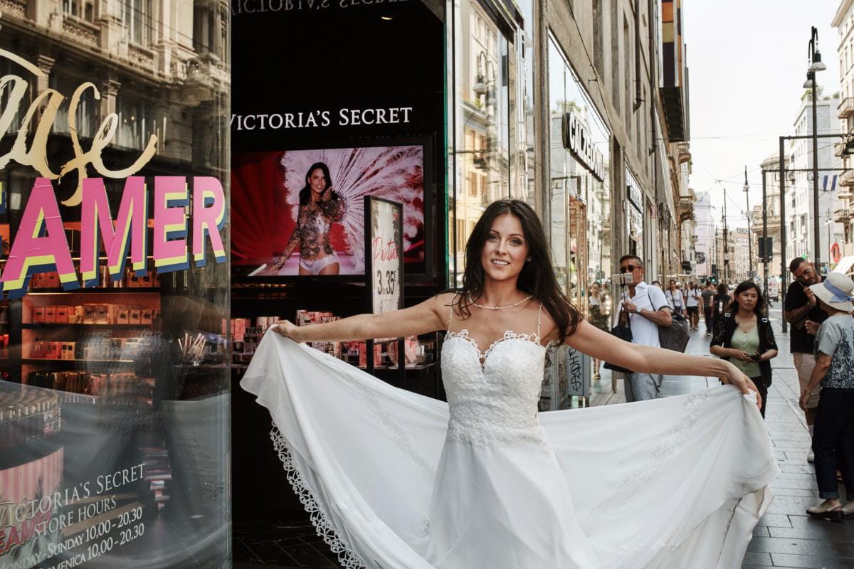 Mediolan - Panna Młoda na włoskiej ulicy